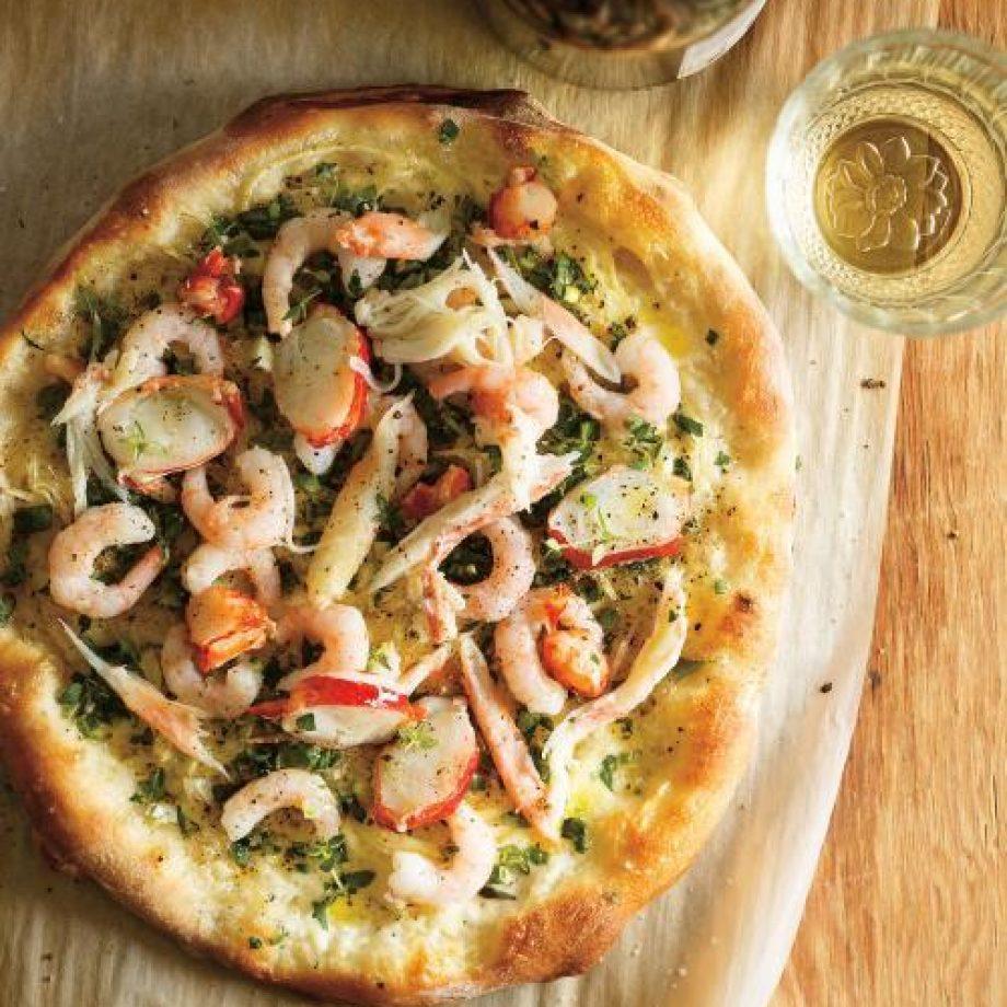 pizza aux fruits de mer et aux herbes fraiches